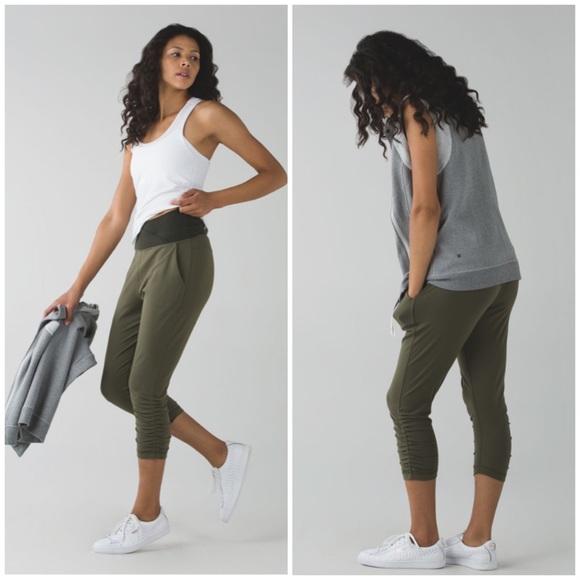 lululemon athletica Pants - Lululemon Sunset Salutation Crop green Jogger